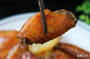 烤鸡翅不放一滴油,配上软糯的土豆,实在是太好吃了