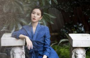 刘诗诗喜事连连!新活动穿蓝西装配纱裙身段绝了,罕见麻花辫超美