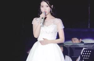 中国粉丝的走心应援让IU泣不成声,被深深感动直呼是最好的应援
