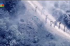 阿塞拜疆无人机太阴损,把亚美尼亚人驱赶到一块:发射炸弹一锅端