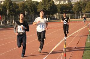南京高校强制学生跑早操,体力不支自己担责,学生:没人性