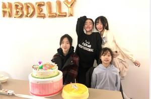 小S为大女儿庆生日,网友赞她和女儿像姐妹,丈夫再次缺席全家福
