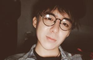 《摩登兄弟》刘宇宁不回家称直播过年,百万网友陪其春节