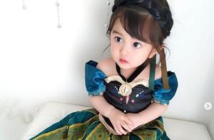 淡定女娃化身Q版迪斯尼公主,软萌可爱的表情超惹人爱