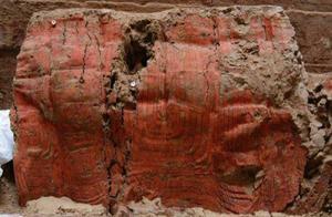 山西考古队发现,一座周朝合葬墓,发现一件随葬品时:请专家