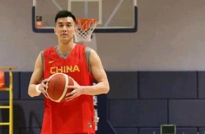 中国男篮三消息!亚洲杯成中日争霸,周鹏退出,韩德君当选队长