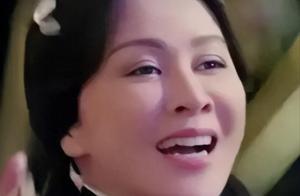 54岁刘嘉玲再演少女太违和!扎双马尾脸大又老气,鼻孔大太抢镜