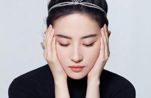 刘亦菲气质太高级,33岁扎丸子头配钻石皇冠,优雅得像个小公主