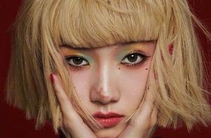 孟美岐新专辑造型不一般!金色短发搭绿色眼影,年轻就是爱折腾