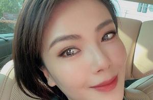 刘涛自拍美颜开到最大,瓜子脸猫眼气质都变了,鸡蛋肌肤太不真实