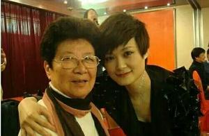李宇春演唱会夏奶奶又来助阵,堪称忘年之交