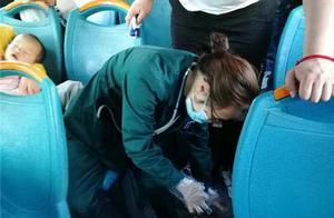 男乘客突发癫痫,驾乘人员齐心救助