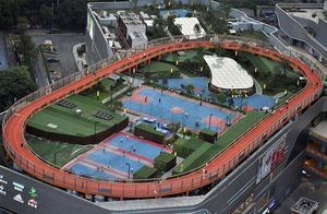 """""""网红""""城市重庆又出新建筑!运动场搬到屋顶,还免费开放"""