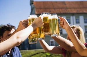 过量饮酒伤身大家都知道,具体对身体有哪些害处很多人就不知道了