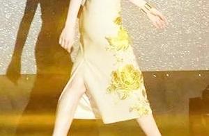 难怪宋祖儿刘诗诗不爱穿裙子,走路方式太放得开,一不小心就劈叉