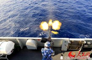 枪炮齐射!中国海军舰队在亚丁湾海域实弹练兵