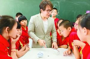 《同一堂课》郑渊洁刘谦趣味讲语文 魔术师分享童年学艺经历