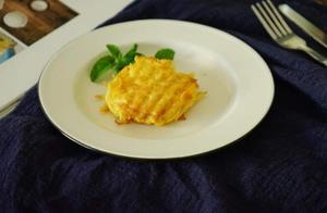 懒人快手早餐,一个土豆两个鸡蛋,10分钟做出美色美味的土豆煎饼