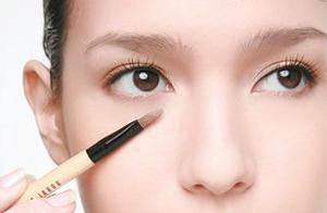 化妆新手遮瑕指南,学会这四个遮瑕技巧,让你的底妆事半功倍!