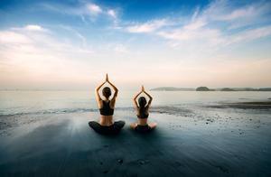 为给邻居上课 杭州七旬奶奶考出国际瑜伽教练证