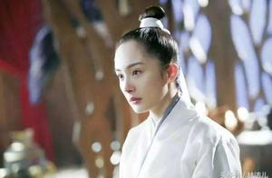 """迪丽热巴颜值全靠""""龙须刘海""""撑,原来她的发际线问题这么严重?"""