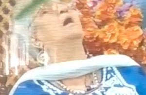 印度一女嘉宾电视访谈节目中突然身亡 死亡瞬间被直播