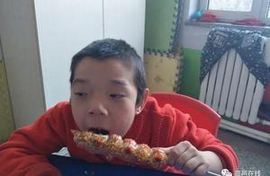 一串串冰糖葫芦传递爱心 温暖童心!