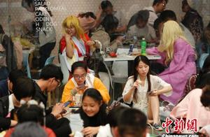"""萤火虫动漫游戏嘉年华在上海举行 吸引Cosplay迷前来""""争宠"""""""