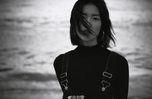 大表姐刘雯晒海边美照,气质出众人比景美,但人也太瘦了吧