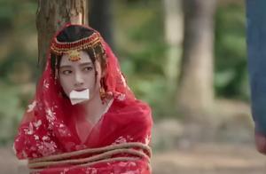 鞠婧祎演被绑架像咬化妆棉 网友:咬紧点不然就掉了