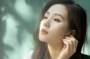刘诗诗蓝色星光纱裙造型,体态超好气质好绝,每帧都让人心动不已