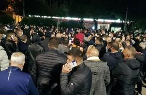 """意大利爆发抗议""""半封锁""""法令游行,民众:""""封锁就要挨饿"""""""