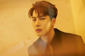 王嘉尔晒露额头照,全新发型男神范十足,侧脸生图颜值认真的?
