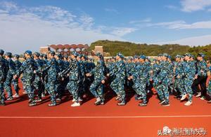 抓住十月尾巴的19级军训,实力教官vs人气学员,快来pick你心动的一方!