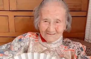 """""""国色天香""""老奶奶走红,穿上汉服瞬间,才知古代为啥会有昏君!"""