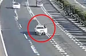 救命之恩!男子高速上车辆抛锚养护工人喊其下车,三分钟后车被撞