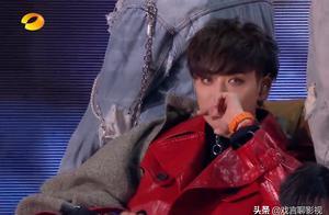 芒果跨年演唱会,黄子韬演唱《失眠》获赞无数,舞台表演引起热议