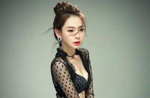戚薇穿中国风服装营业,透视打底衫配小吊带,36岁可性感可少女