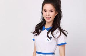 美且励志!54岁李若彤穿17岁时同款校服