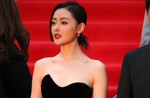 李沁携杜江亮相电影节红毯,穿银色长裙真吸睛,张天爱露香肩迷人