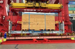 """86.7吨!进博会""""巨人级""""展品西班牙龙门机床抵沪"""