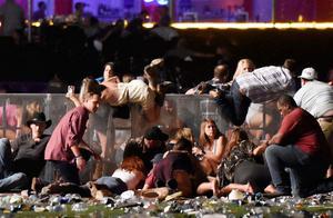 内华达州传出密集枪声,警民交火致4死1伤,美网友:内战开始了
