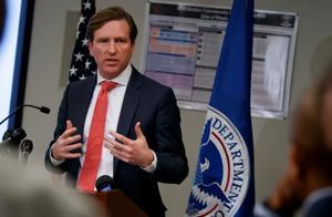 特朗普宣布解雇美国网络安全局局长,立即生效