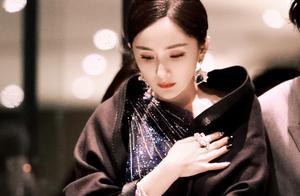 红毯比拼:杨颖高定礼服很仙气,杨幂星空裙太美,倪妮猫系富贵花