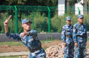 在部队扔手榴弹,多远能被称为牛人?军队最强纪录至今无人可破