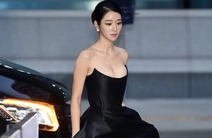 低胸礼服,开衩长裙,徐睿知的这身搭配好性感