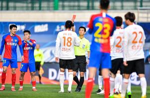 3红14黄,中超又1场闹剧!教练组要求罢赛,韩国裁判看傻