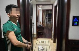 万宁一男子向酒店客房门缝塞招嫖卡片,被民警逮个正着