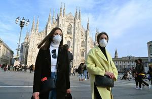 戴口罩遭群嘲!曾怒摔话筒的意大利议员,现在亲自感谢中国支持