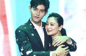 陈飞宇为妈妈陈红庆生,母子俩合影亲密关系好,陈红年轻时太美了